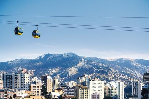 En mayo del 2014 empezó a operar el teleférico de la La Paz, en Bolivia. Un sistema similar es el que los alcaldes de Curridabat, Alajuela, Moravia, Montes de Oca, Desamparados, La Unión y Mora proponen para viajar por la ciudad, a una velocidad constante y pasando por encima de los congestionamientos en carretera. | DOPPELMAYR PARA LN.