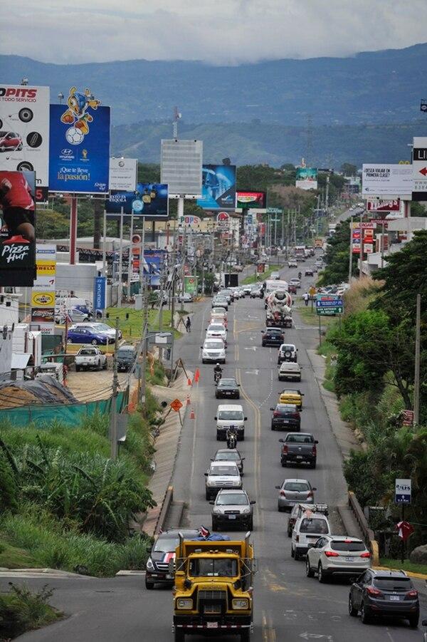 La transitada radial a Lindora se convirtió, en los últimos años, en la ruta estratégica para comunicar Santa Ana con Belén y Alajuela. | GABRIELA TELLEZ.