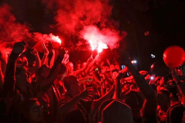 La afición de Alajuelense se organiza para el domingo protagonizar un movimiento similar al del 18 de junio, desde tres horas antes de que inicie el partido. Foto: Mayela López
