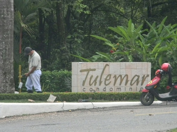 Esta es la entrada del condominio donde falleció la estadounidense.   MARIO GUEVARA.