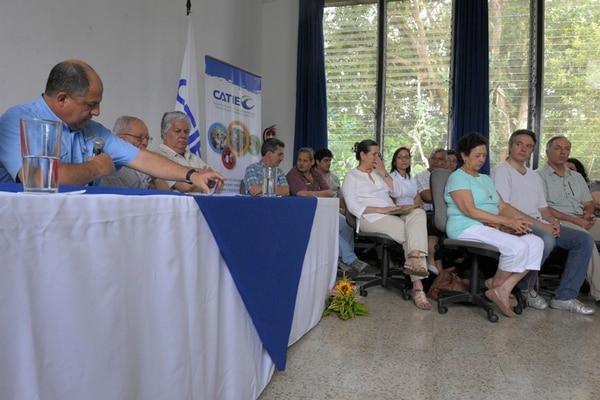Luis Guillermo Solís informó de que hará cambios profundos en la comunicación entre ministros, con los diputados y con los sectores. En el resumen de la encerrona del gabinete, lo acompañaron 15 jerarcas, una diputada y la primera dama, Mercedes Peñas.   JOSÉ DÍAZ