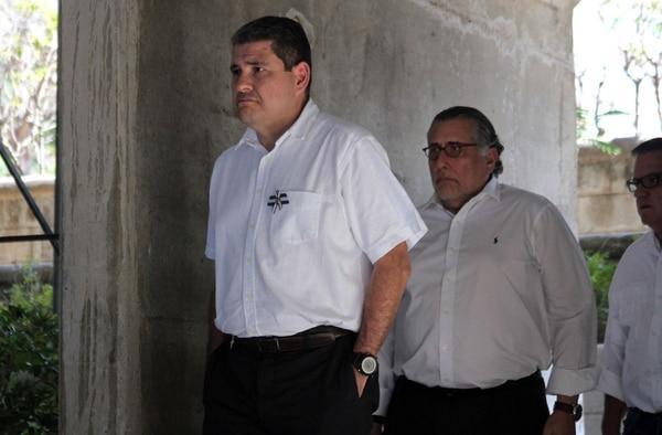 Juan Sebastián Chamorro, Mario Arana y José Adán Aguerri (de izquierda a derecha), miembros de la delegación de la Alianza Cívica de la oposición, llegaban para ofrecer una conferencia de prensa, el lunes 1.° de abril del 2019, sobre el diálogo con el gobierno.
