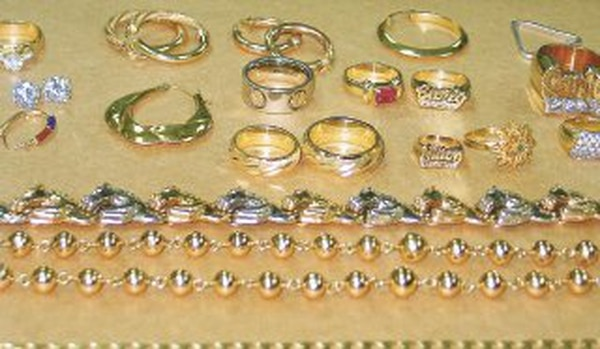 d94bc43e992b Entre las joyas decomisadas a un sujeto de apellido Caicedo destaca una  cadena de oro con