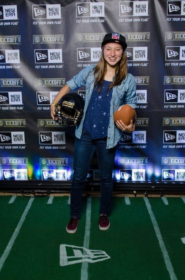 La jugadora Gloriana Villalobos es amante de los juegos de la NFL; la chiquilla robó miradas y todo el mundo tuvo que ver con ella.