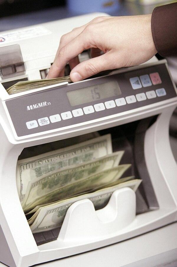 La divisa cerró ayer en ¢519,12 el más alto en cuatro años. | ARCHIVO