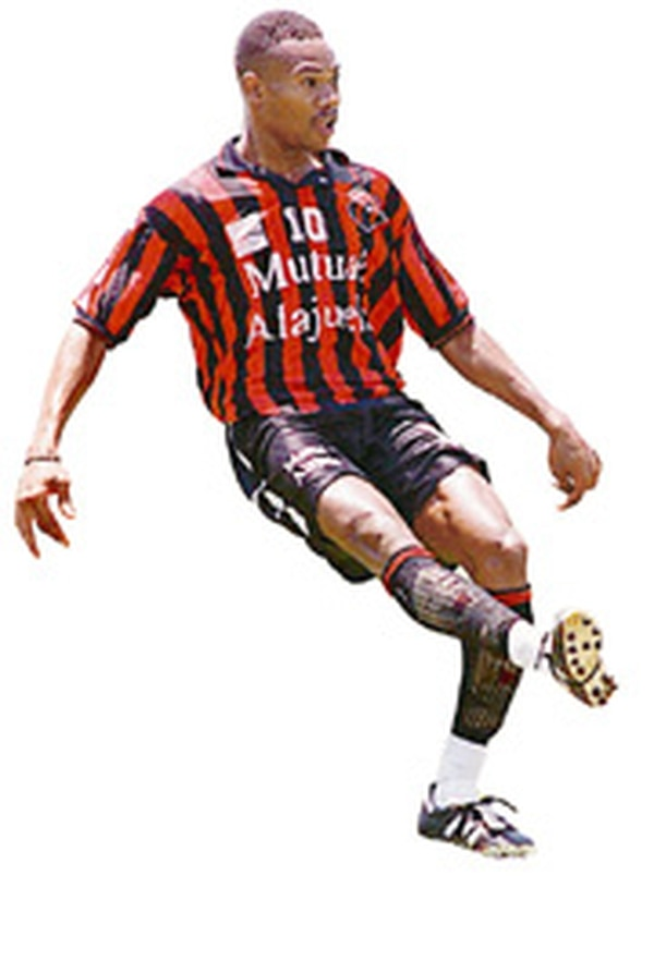 Roy Lassiter marcó 16 goles con Alajuelense. Fotografía: Archivo LN