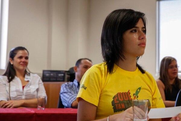 La joven Valeria Salazar recibió la noticia con lágrimas, al igual que su mamá, Yahaira Jiménez (atrás).