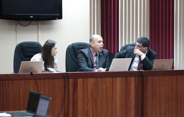 El tribunal que dirige el debate esta integrado por los jueces Rosemary Araya, Cristhian Espinoza y Henry Segura. Foto de Alonso Tenorio