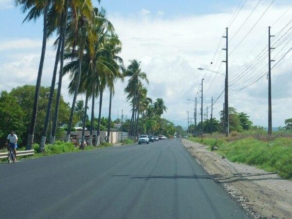 La Angostura es la vía de ingreso a Puntarenas, tiene 3 km de largo. El proyecto pretende ampliarlo de dos a cuatro carriles para deshogar la entrada y salida de la ciudad porteña. Fotografía: Cortesía de Presidencia