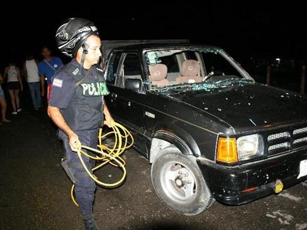 Menor chocó contra este auto el lunes a las 9:50 p. m.   REINER MONTERO