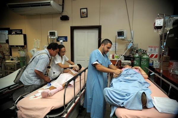 El Hospital Monseñor Sanabria, en Puntarenas, reforzó los controles sobre familiares de pacientes y otras visitas para evitar que se suban a las camas o ingresen alimentos escondidos. | PABLO MONTIEL.