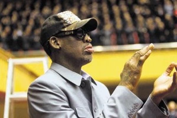 El exjugador de la NBA Dennis Rodman entonó un verso de la canción de cumpleaños al líder norcoreano.   AP.