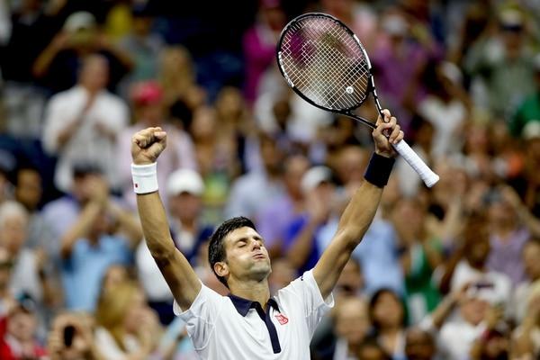 Novak Djokovic celebra su difícil victoria sobre Bautista.