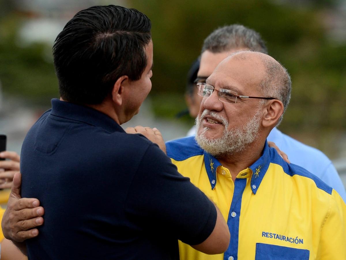 Fabricio Alvarado (espaldas) junto al presidente y diputado del PRN, Carlos Avendaño, en el cierre de campaña previo a las elecciones del 1.° de abril del 2018. Foto: Diana Méndez.