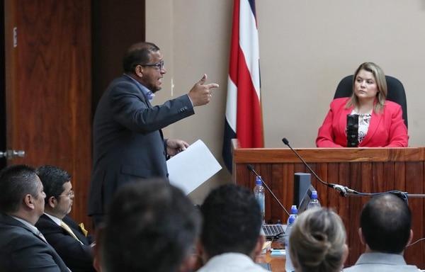 El defensor José Pablo Badilla, quien representa a Daniel Mora Monge, expuso sus conclusiones por poco más de dos horas. Foto: John Durán