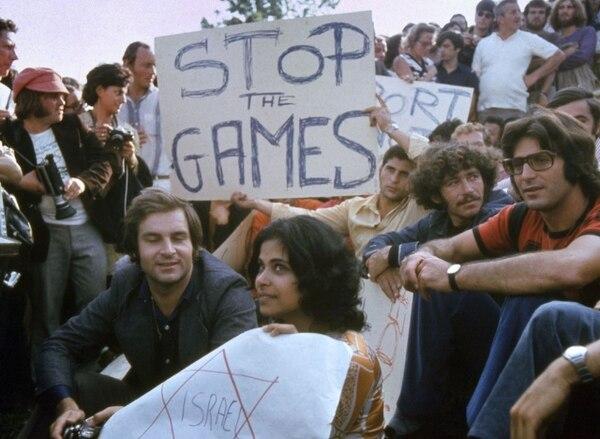 Manifestantes en Munich, el 6 de setiembre de 1972, pidieron en ese día detener los Juegos Olímpicos tras la matanza de los atletas israelíes ocurrida en esa ciudad. | AFP.