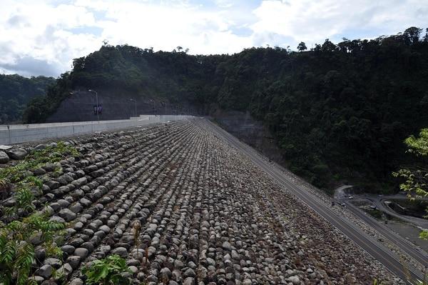 Vista el 16 de setiembre del 2016 de la presa en la planta Hidroeléctrica Reventazón del ICE /Alonso tenorio