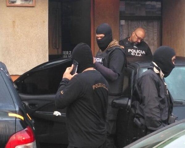 Seis casas fueron allanadas en Cartago para detener a una banda acusada de narcotráfico. Foto: suministrada por Keyna Calderón.