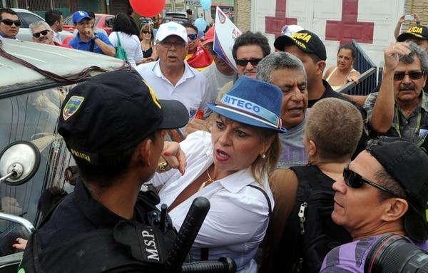 La sindicalista Xiomara Rojas pidió a la Fuerza Pública acceso a Casa Presidencial, en Zapote.