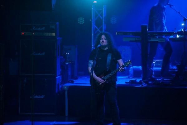 El guitarrista Fredrik Åkesson se encargó de los solos y de hacer coros en algunas canciones.