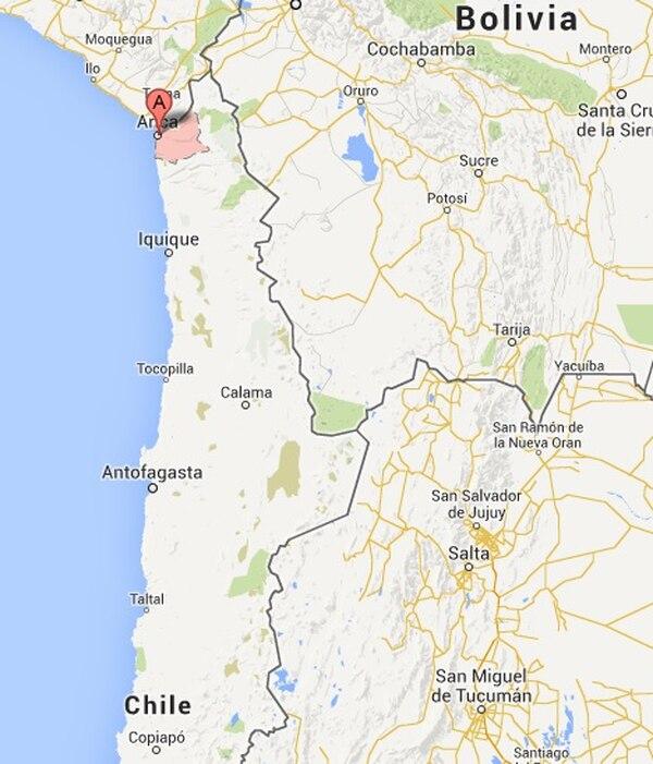 Un autobús que transportaba bolivianos volcó en la localidad chilena de Arica. El accidente dejó al menos 9 muertos, según reportes preliminares.