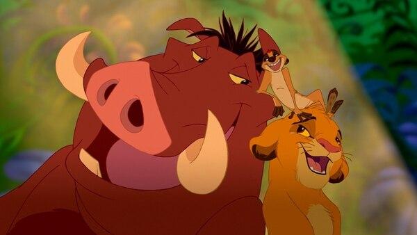 Pumba (izq), Timón (centro) y el león Simba eran amigos inseparables en la película 'El rey León'. Foto: Cortesía de Romaly