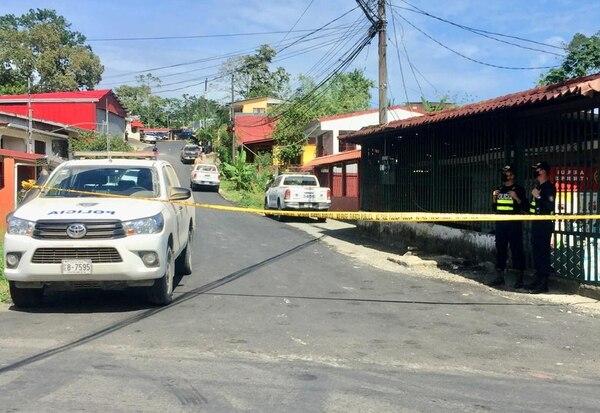 La alerta sobre la balacera se produjo a las 12:12 a.m. en esta calle en Pueblo Nuevo de Limón.Foto: Raúl Cascante, corresponsal GN