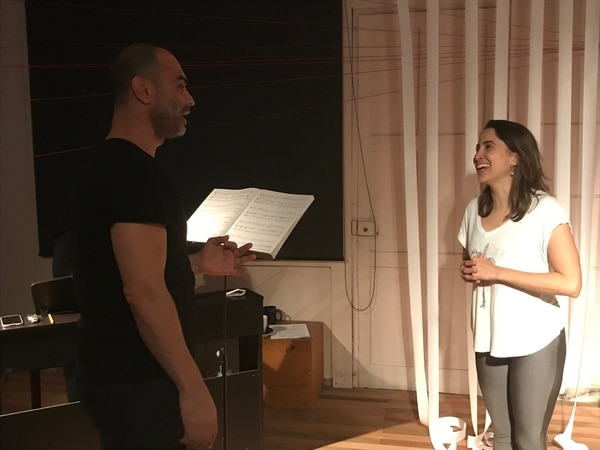 Silvia Baltodano y José Arturo Chacón presentan un espectáculo inmersivo. Foto: Grupo 31.