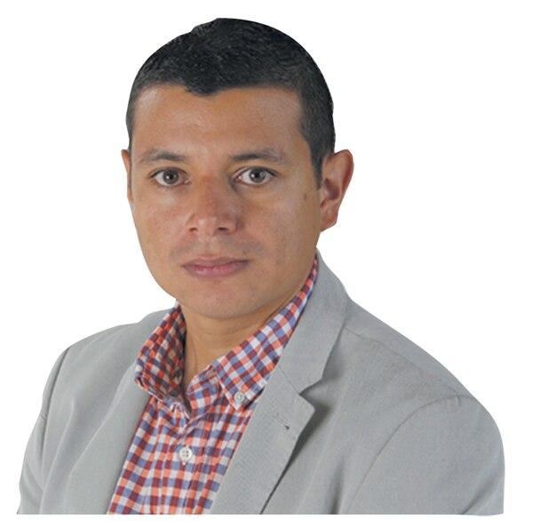 24 de febrero del 2016. Estudio de GNMedios. Fotos para la columna del periodista Esteban Ramírez. Foto: Albert Marín.