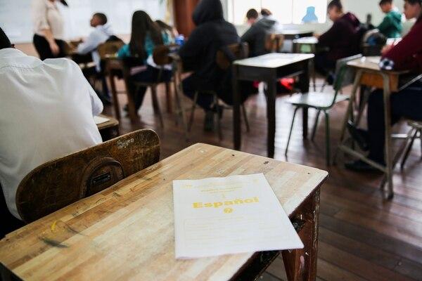 De los ¢5.500 millones que Hacienda no dedujo a deudores, por afectación al salario mínimo, el 52% son empleados del Ministerio de Educación, según confirmó Caja de Ande. Foto: Marcela Bertozzi/Agencia Ojo por ojo.