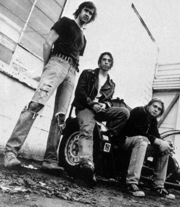 Nirvana ha estado esperando casi dos décadas para entrar al Salón de la Fama del Rock and Roll. Su cantante, Kurt Cobain (derecha), murió en 1994. Fotografía: AP.