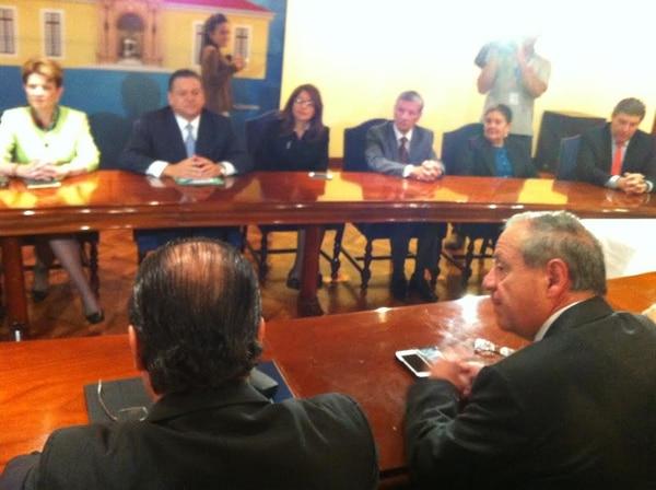 El candidato del PLN, Johnny Araya, se reunió esta martes con el canciller de la República, Enrique Castillo.