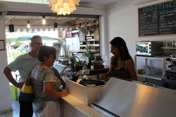 El personal en Costa Juice se caracteriza por su amabilidad y buen servicio al cliente.