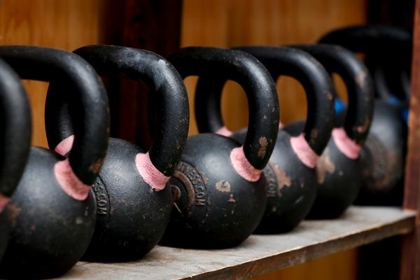 El levantamiento de peso es uno de los factores más relevantes en el CrossFit.