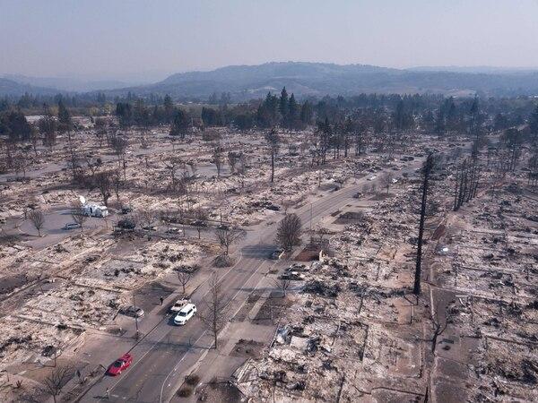 Los daños ocasionados por el fuego se ven desde el aire en el barrio Coffey Park, en Santa Rosa, California, el 11 de octubre.