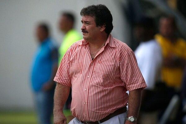 Óscar Ramírez salió satisfecho después de la victoria en el Juan Gobán. Dice que recuperaron el bloque y no sufrieron atrás.   RAFAEL PACHECO