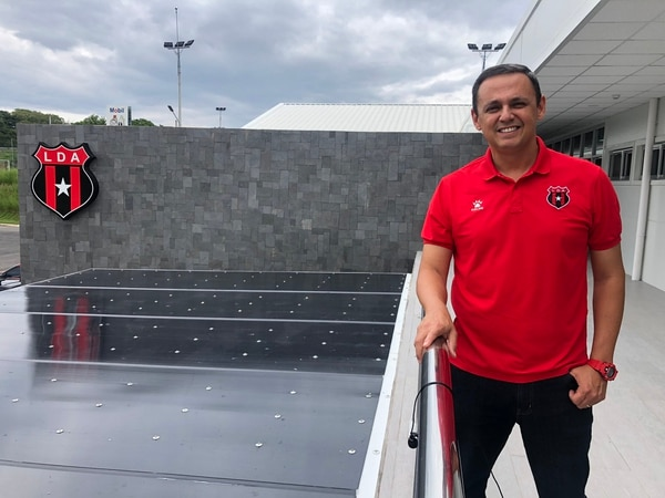 Fernando Ocampo anunció que la próxima asamblea de socios de Alajuelense se llevará a cabo en el CAR, en Turrúcares. Fotografía: Prensa Alajuelense