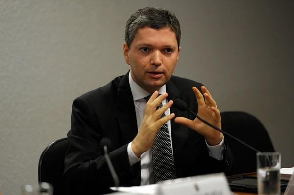 El ministro de Transparencia de Brasil, Fabiano Silveira, quien renunció este lunes a su cargo después de que se filtró a la prensa una grabación en la que se le escucha formular críticas contra las investigaciones en la estatal Petrobras.