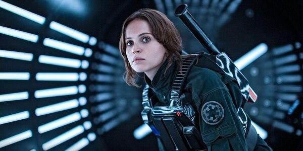 Jyn Erso (Felicity Jones) transforma sus debilidades en las mejores fortalezas como espía y líder de una riesgosa operación de la Alianza Rebelde.