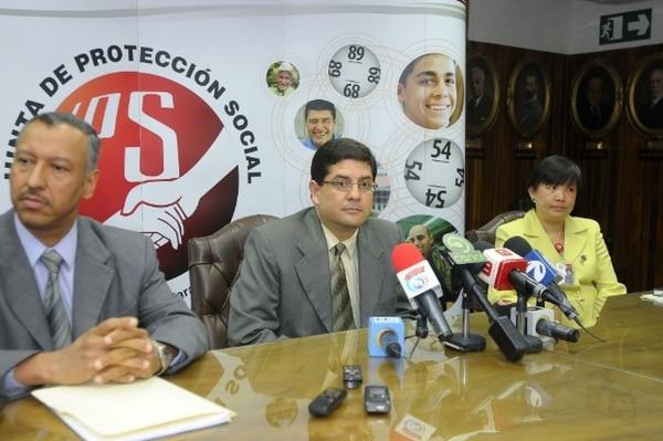 Autoridades de la JPS, explicaron detalladamente y con el video lo sucedido. Foto: Luis Navarro P.