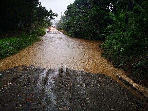 Las lluvias generaron inundaciones en Talamanca. Foto: Lorena Vado, corresponsal GN