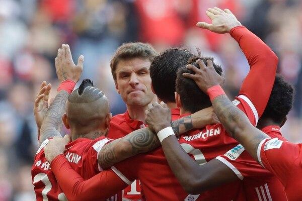 Los jugadores del Bayern Múnich celebran la victoria ante el Eintracht de Fráncfort.
