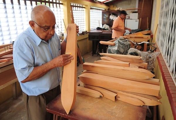 ArchivoLos exportadores de madera y derivados deben cumplir con un nuevo reglamento para vender a Europa. Antonio Ortiz trabajaba en su taller, en la construcción de marimbas (fotografía con fines ilustrativos).