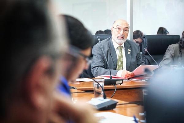 Alberto Salom, rector de la UNA, negó que haya pretendido increpar a las alumnas de esas universidad que se declararon en emergencia por violencia sexual.
