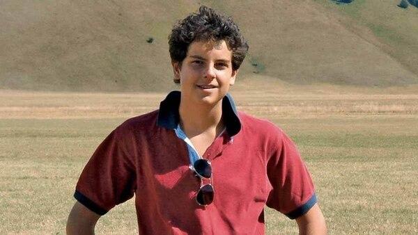 Carlo Acutis era un chico como cualquier otro. Solía vestirse de ropa casual y se divertía con las mismas cosas con que se entretenían sus pares. Tomada de Facebook