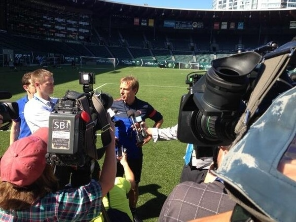 El seleccionador de Estados Unidos atendió a la prensa esta tarde, previo al entrenamiento de sus dirigidos en el estadio Jeld-Wen Field, en Portland. | MIGUEL CALDERÓN.