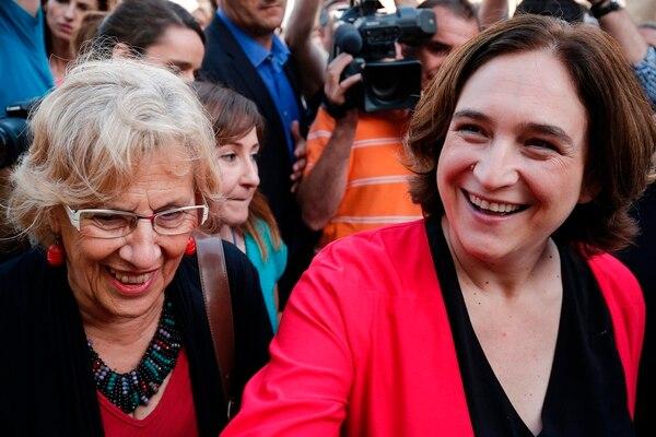 La alcaldesa de Madrid, Manuela Carmena (izquierda), y su homóloga de Barcelona, Ada Colau, asistieron el viernes a la reunión internacional de gobiernos de las