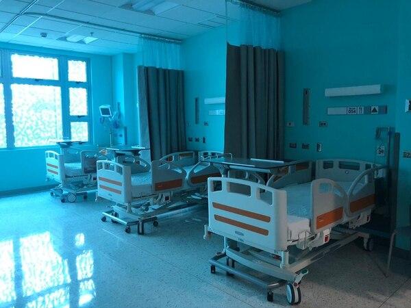 La adquisión de equipos para habilitar más espacios para la atención de pacientes, ha sido uno de los gastos importantes en este emergencia. Aquí, la nueva torre del Calderón Guardia Foto: CCSS