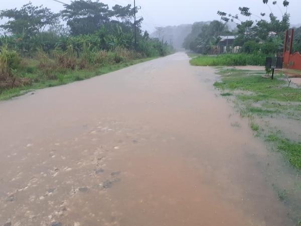 Durante este lunes se registraron inundaciones en la zona sur. Foto: CNE para LN