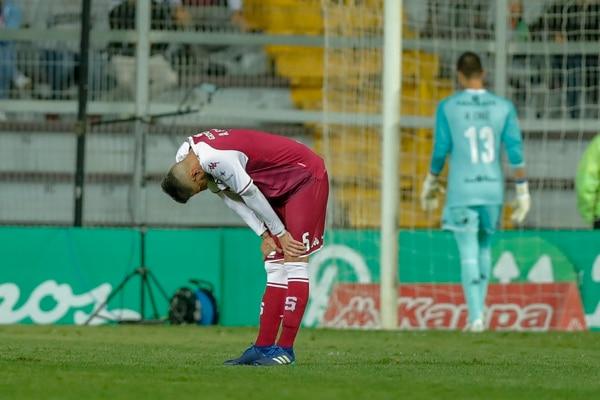 Alejandro Cabral es uno de los jugadores que termina contrato, pero tiene difícil seguir en el equipo. Foto: José Cordero